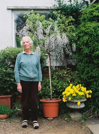 http://www.ellyclarke.com/files/gimgs/16_7ruthlubbockbythetreeherniecejustbroughtround.jpg